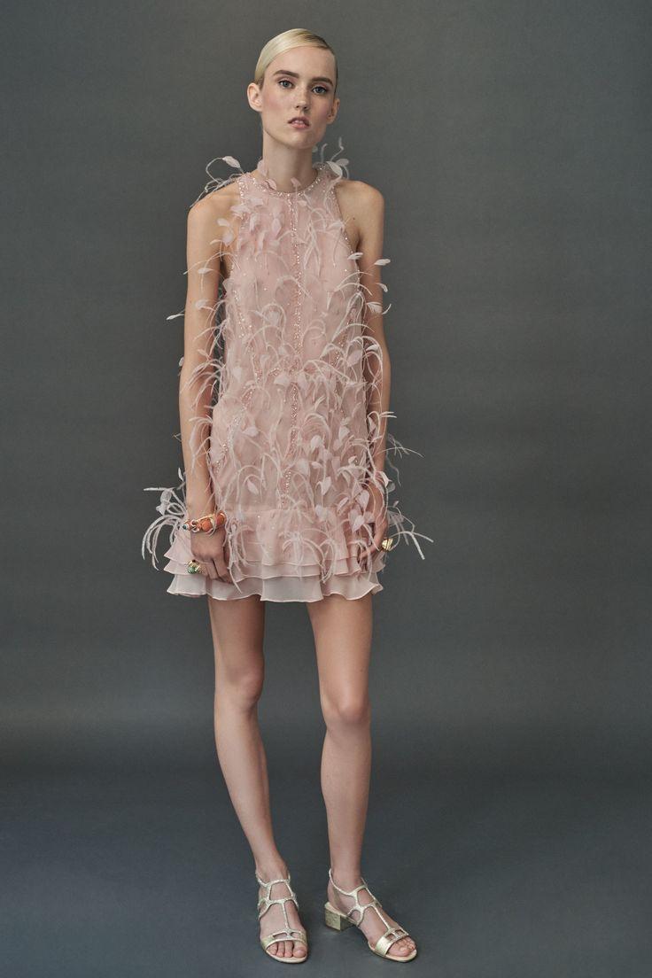 Нюдовое платье на новый год 2018