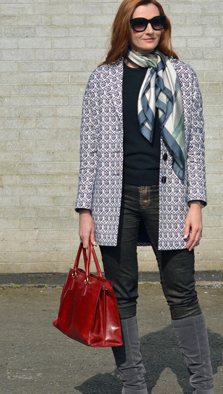 Шелковый шарф с пальто