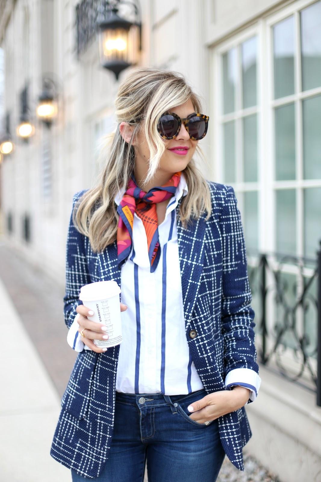 Шелковый шарф с пиджаком