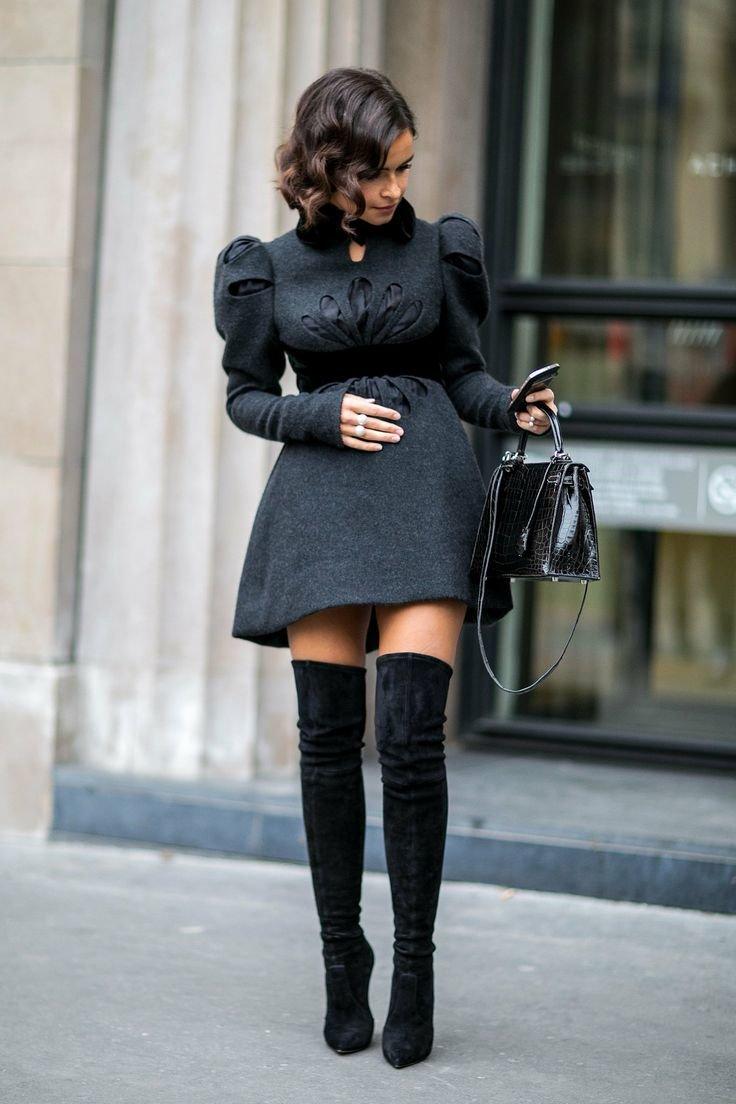 Замшевые ботфорты с платьем