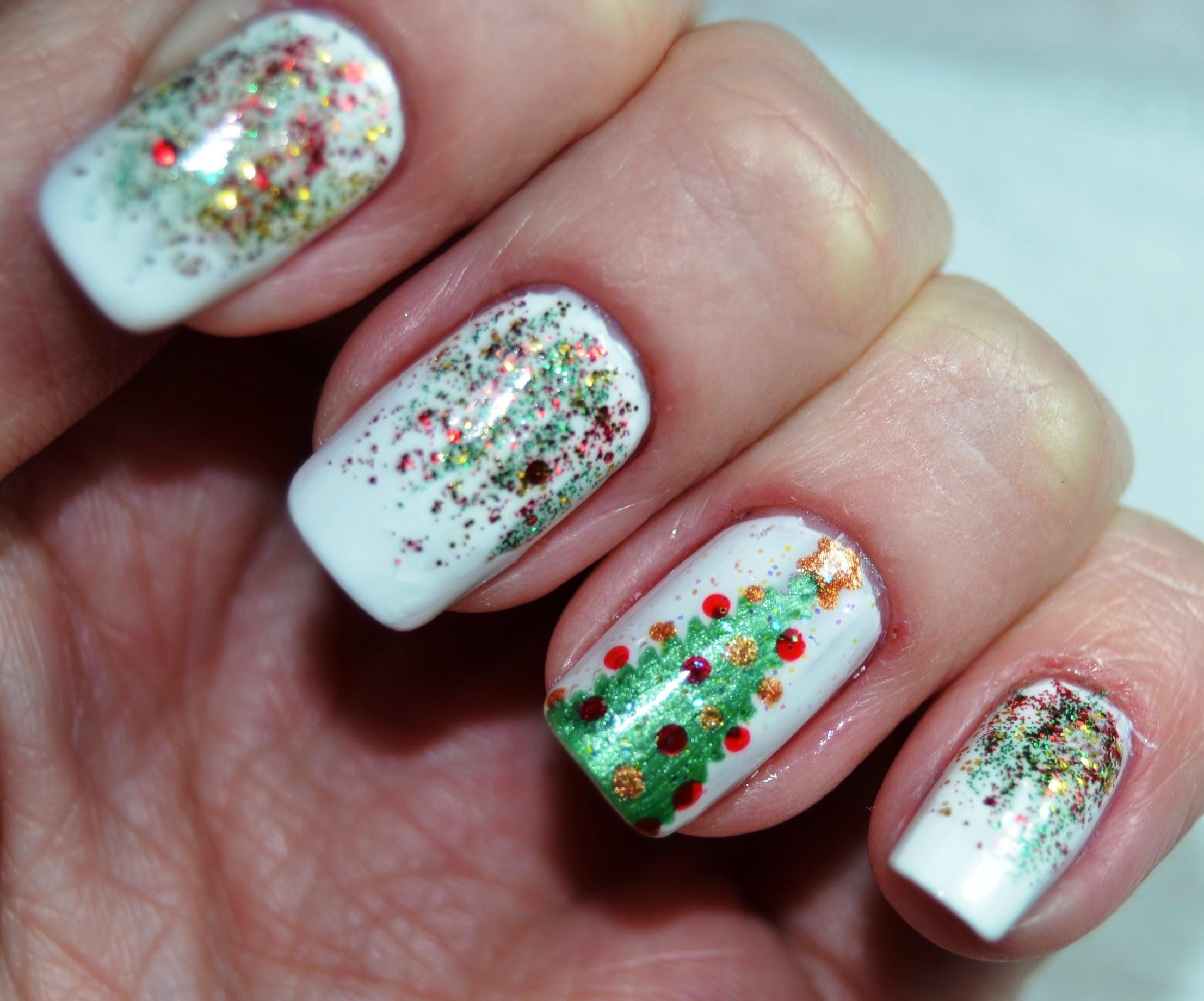 Новогоднее покрытие ногтей