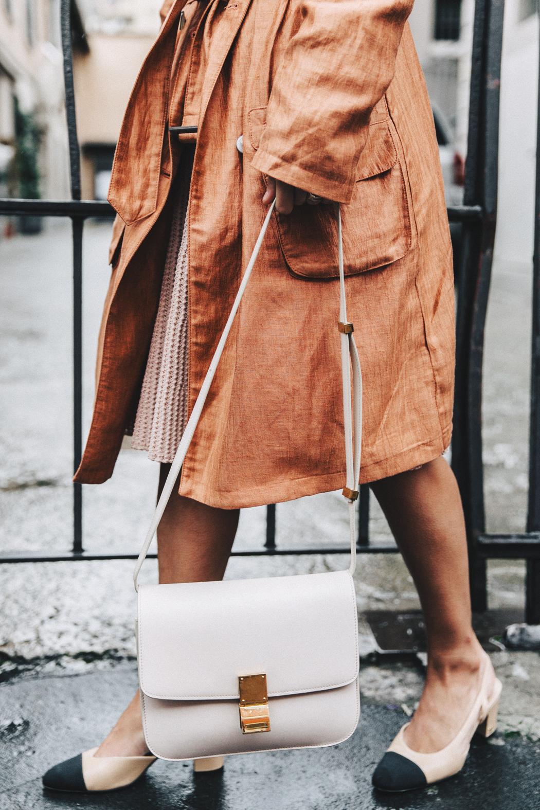 Бежевая сумка простая