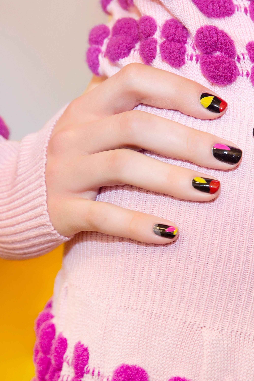 Маникюр на короткие ногти разноцветный
