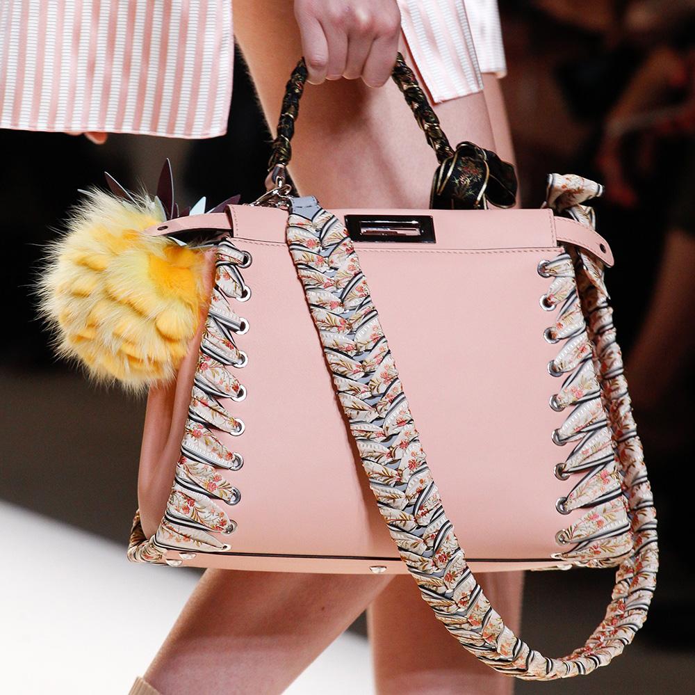 Деловая сумка розового цвета