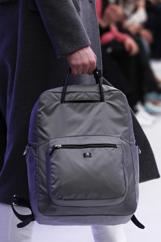 Серый рюкзак с ручкой