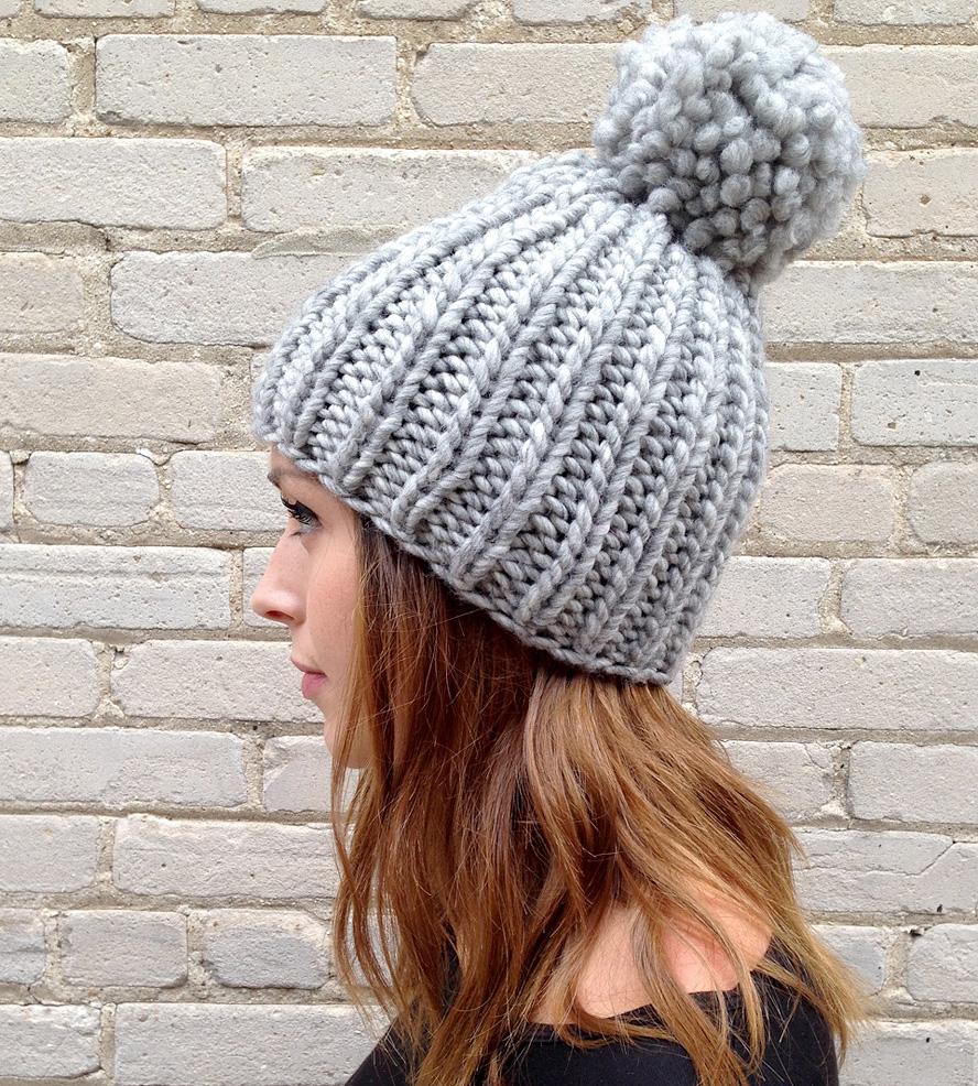 Объемная шапка серая
