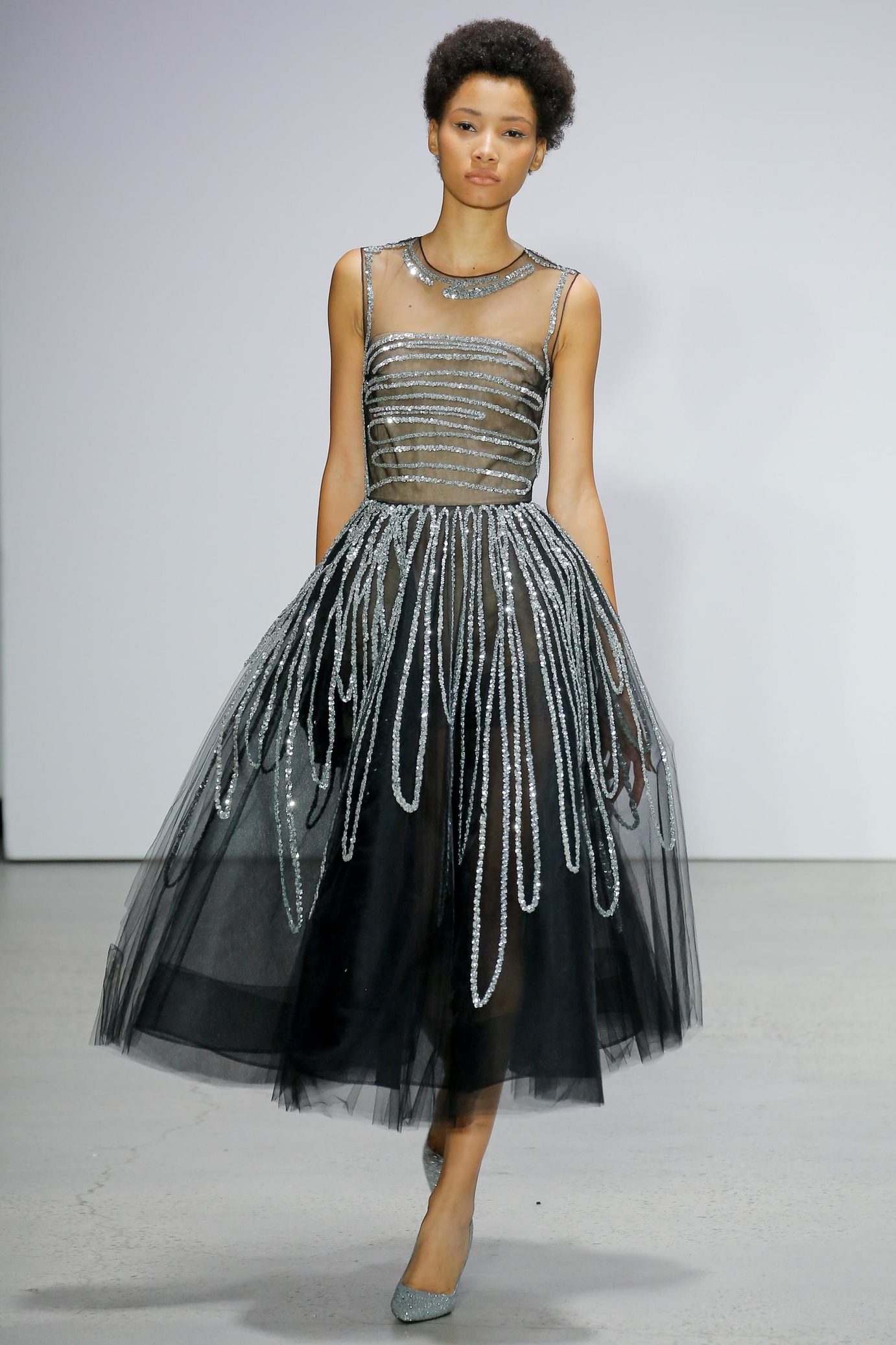 Платье вышитое серебром на новый год 2018