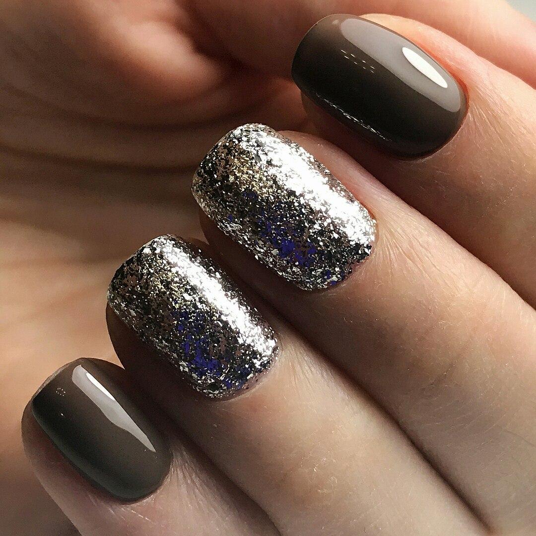 Маникюр на короткие ногти серебряный