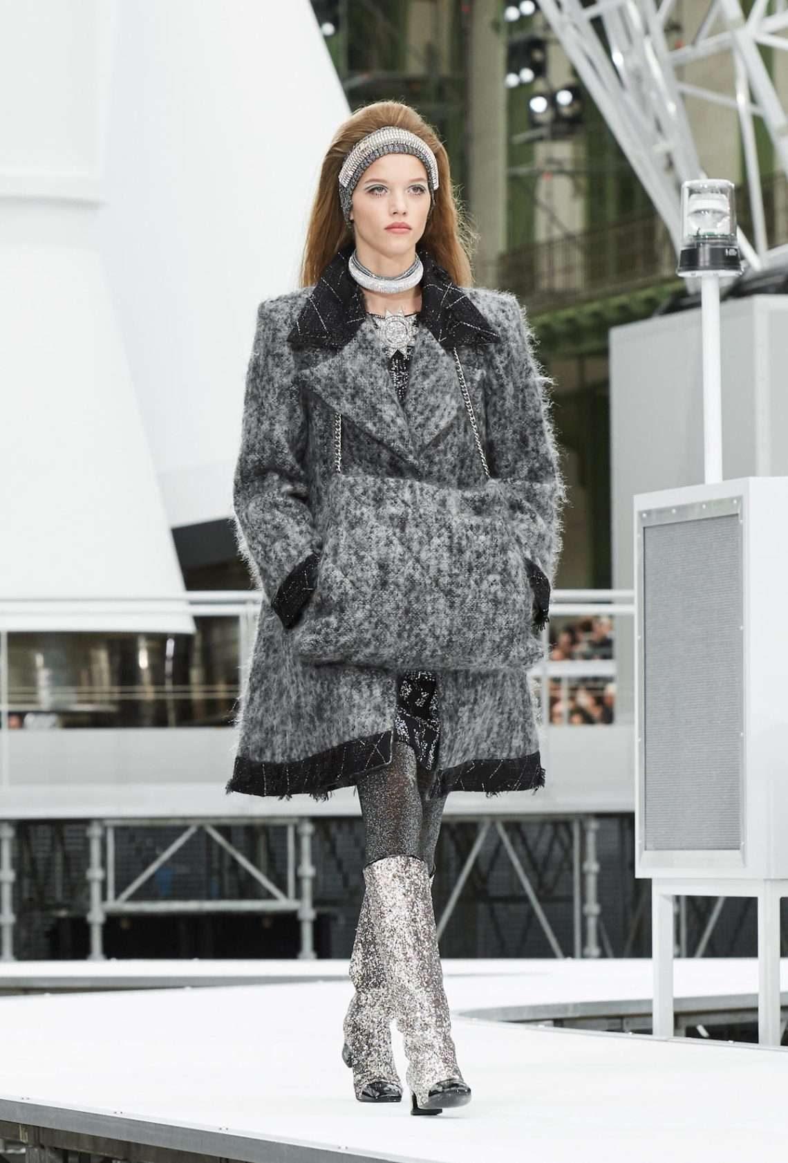 Шанель 2017 серое пальто