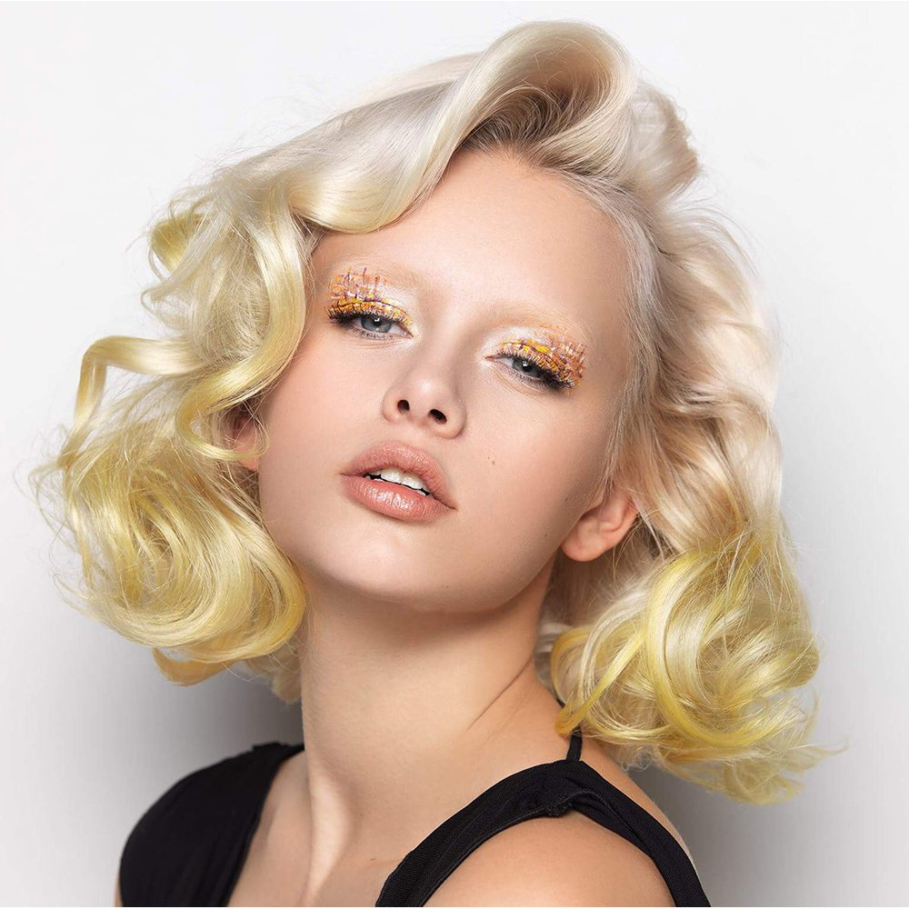 Прическа на средние вьющиеся волосы 2018