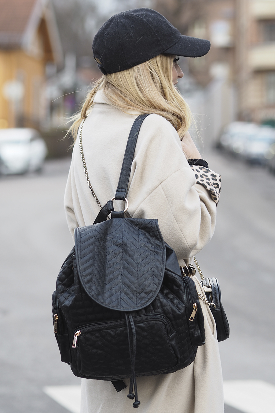Черный рюкзак стеганый