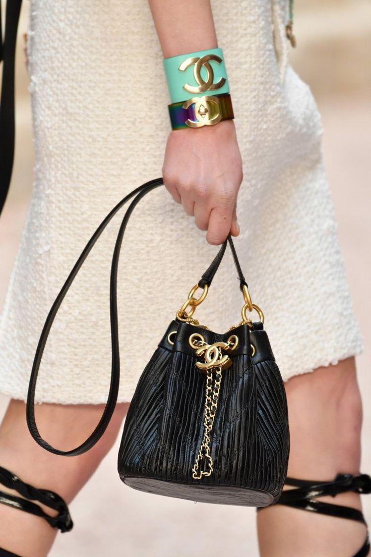 Шанель 2017 черная сумка