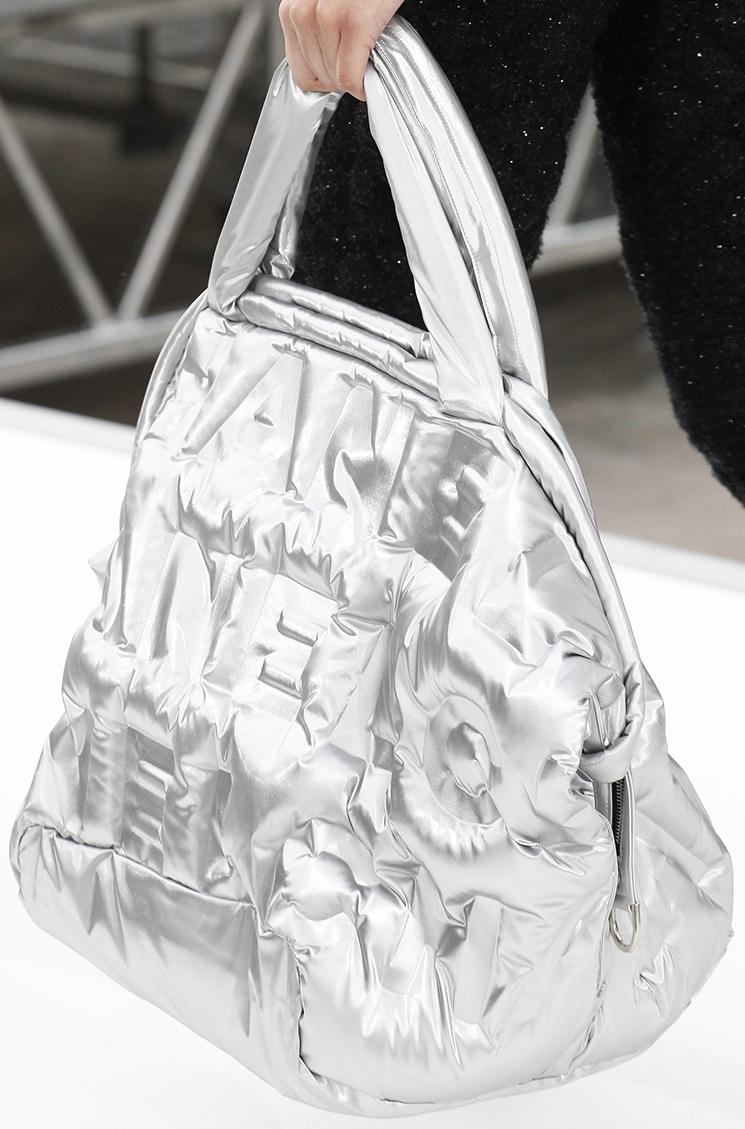 Шанель 2017 сумка серебряная