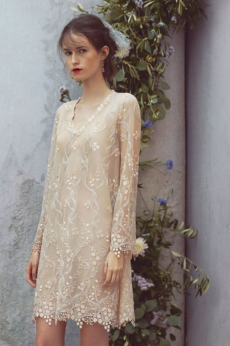 Светлое платье на новый год 2018