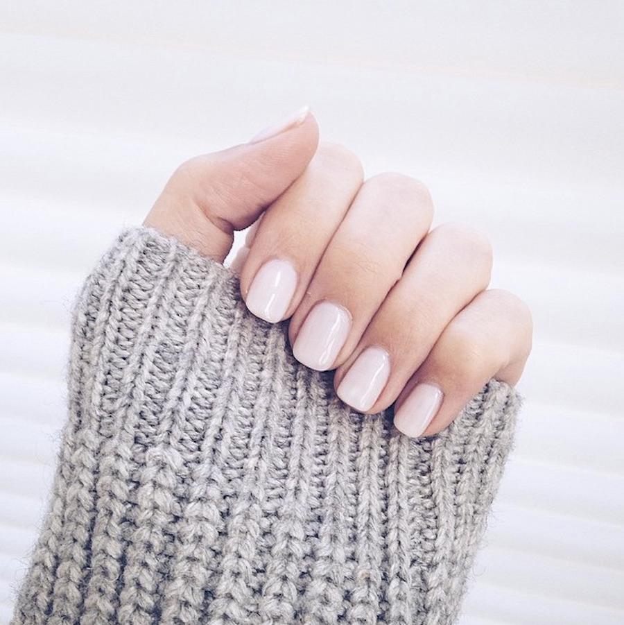 Маникюр на короткие ногти светлый