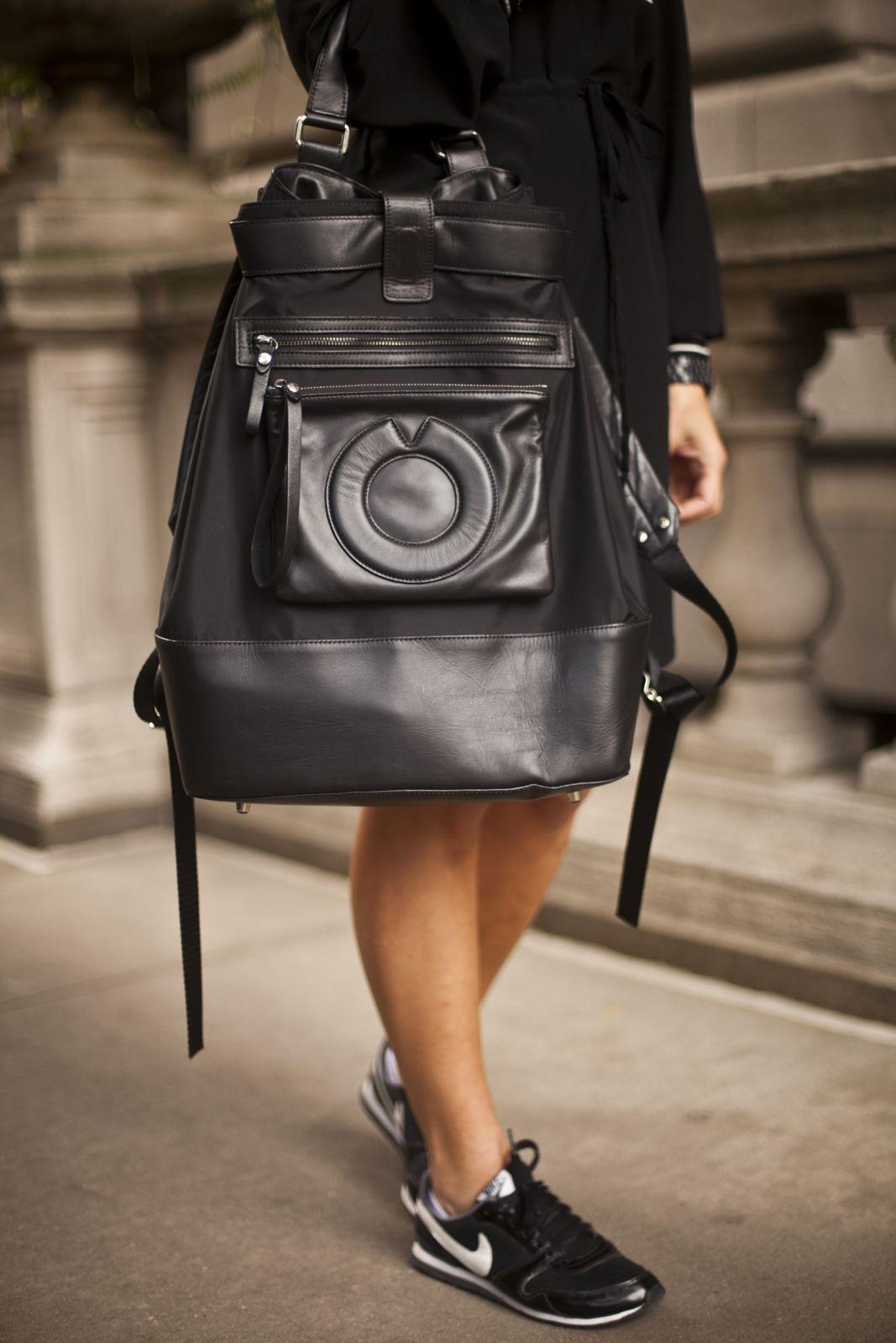 Кожаный рюкзак с тиснением