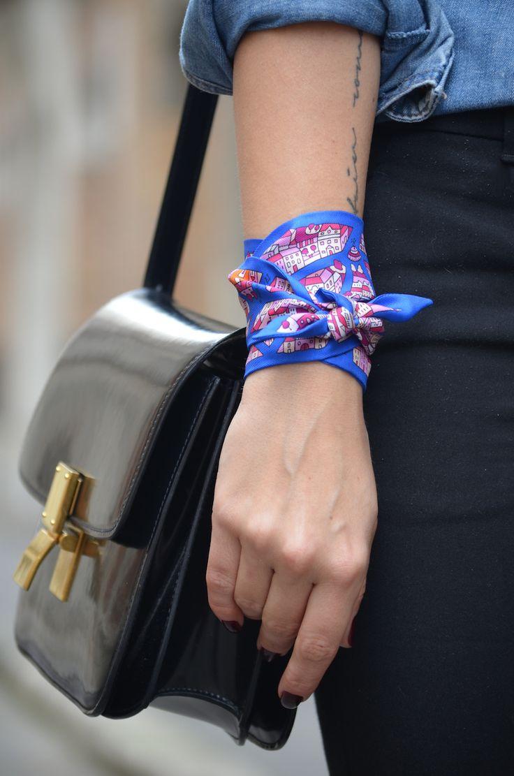 Шелковый шарф узкий на руку