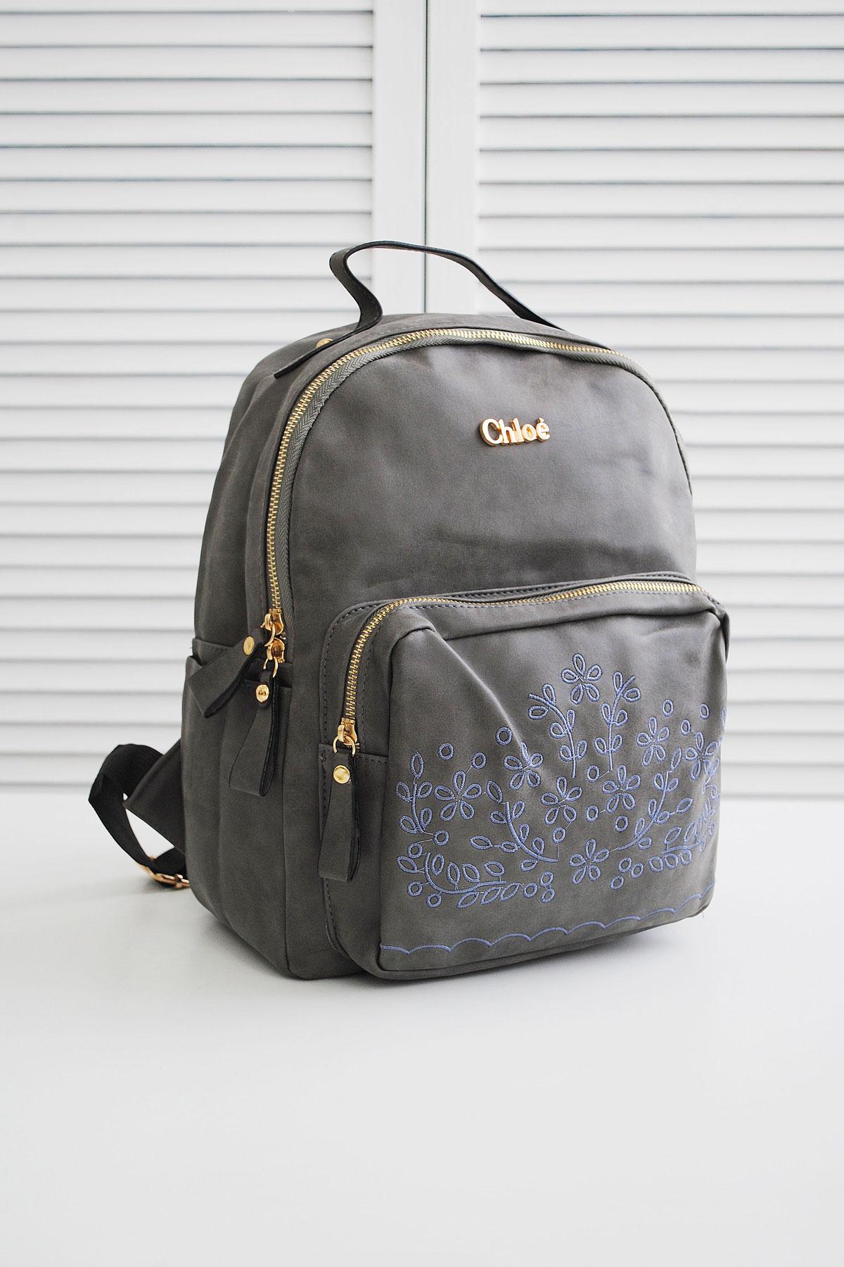 Серый рюкзак с вышивкой