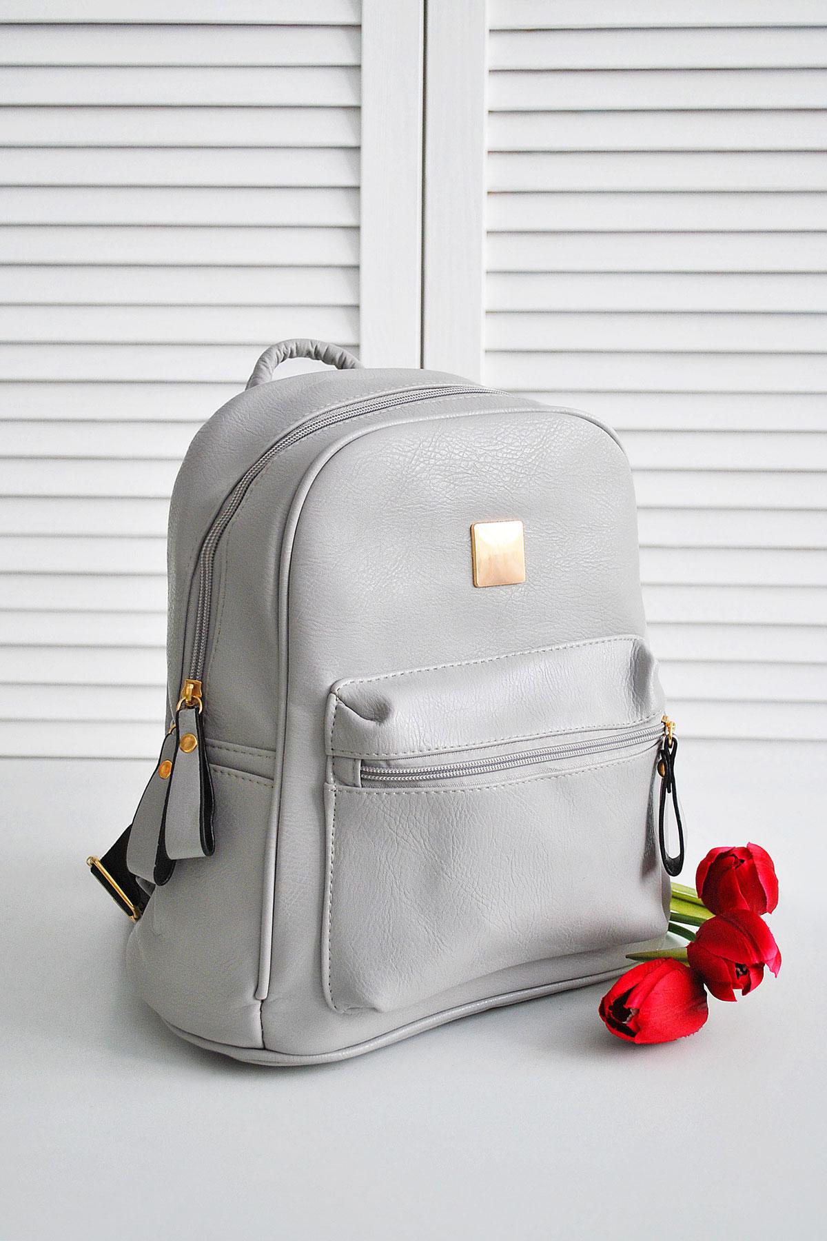 Серый рюкзак из кожзама