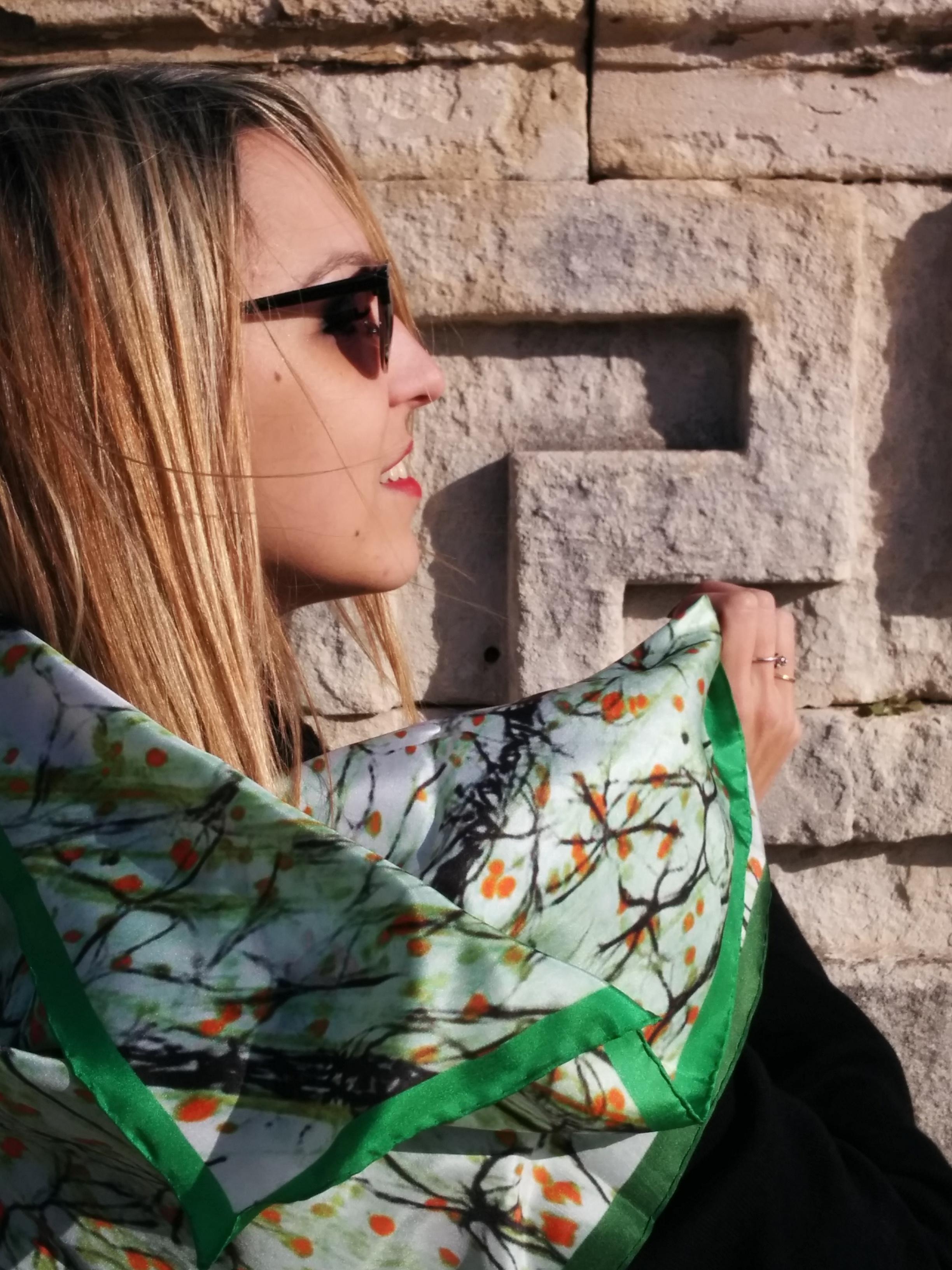 Шелковый шарф зеленый