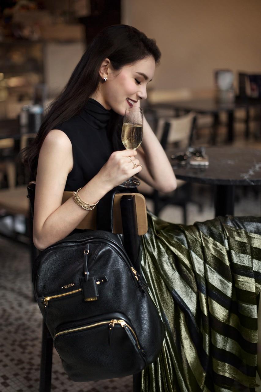 Кожаный рюкзак с золотой фурнитурой