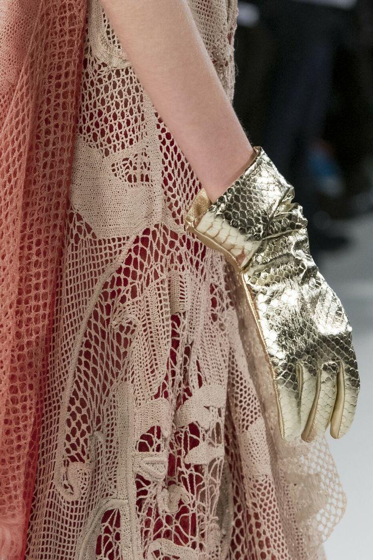 Золотые кожаные перчатки