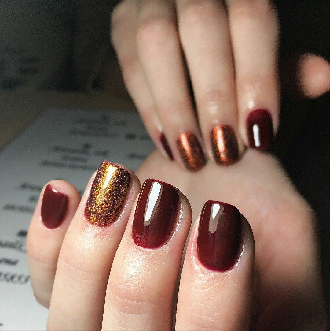 Маникюр на короткие ногти золотой