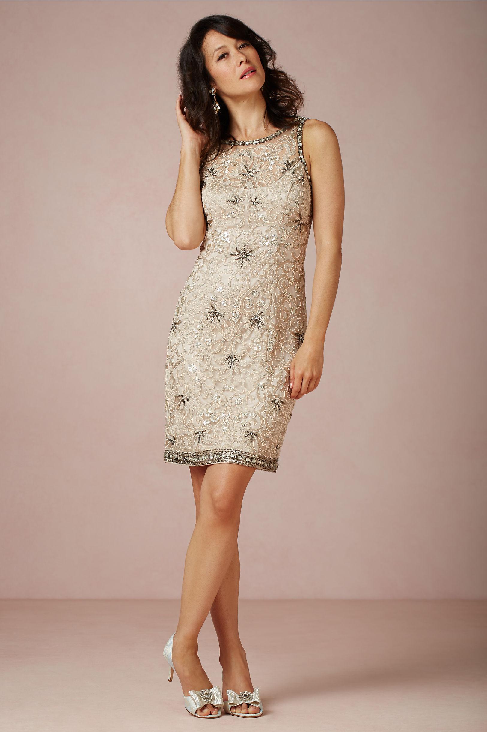 Платье для женщины 40 лет бежевое