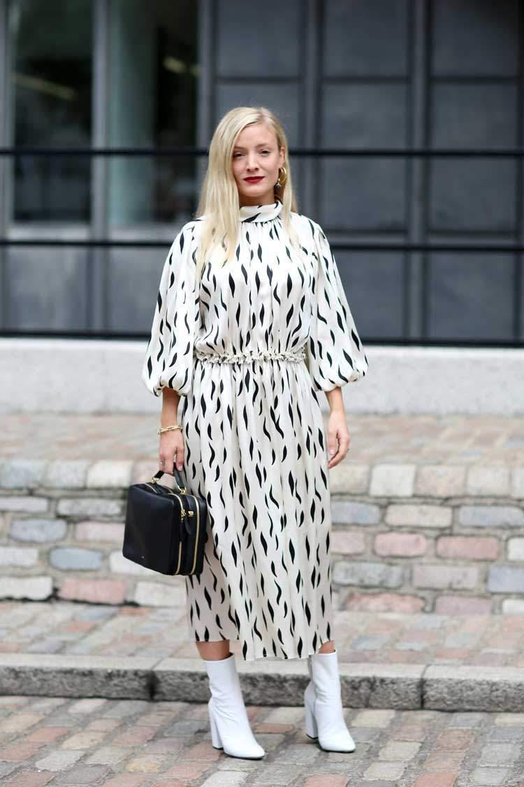 Платье для женщины 40 лет белое с принтом
