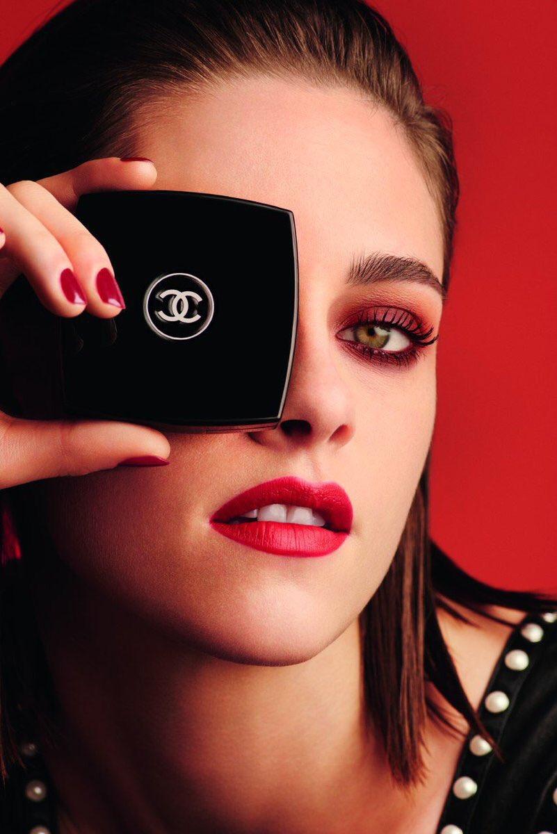 Красный макияж Chanel