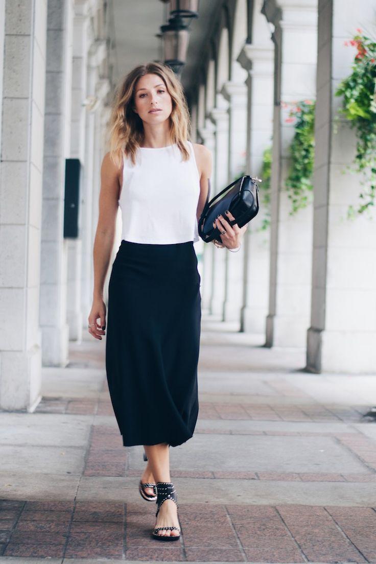 Платье для женщины 40 лет черно-белое