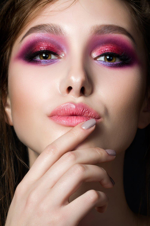 Красно-фиолетовый макияж