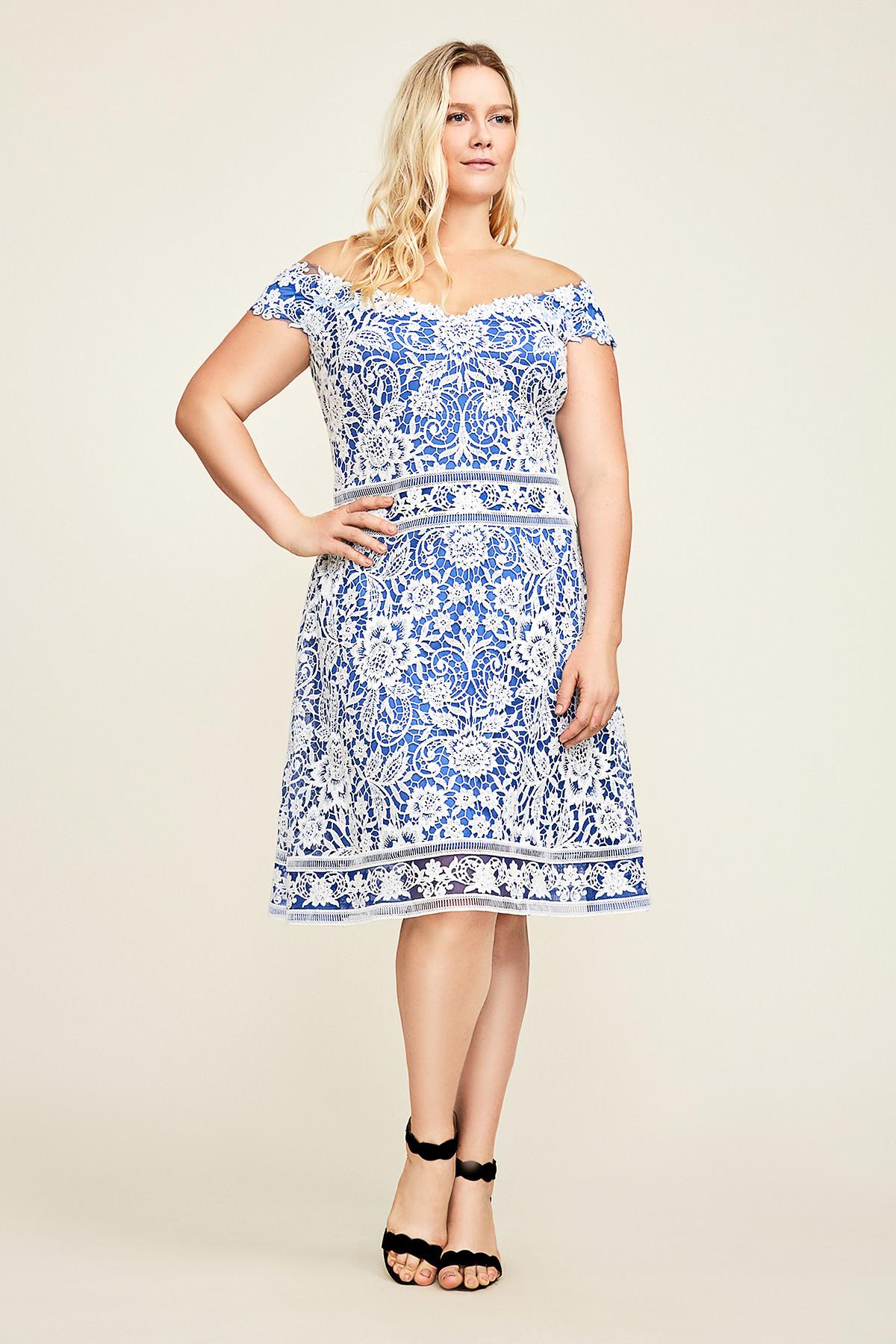 Вечернее платье для полных голубое