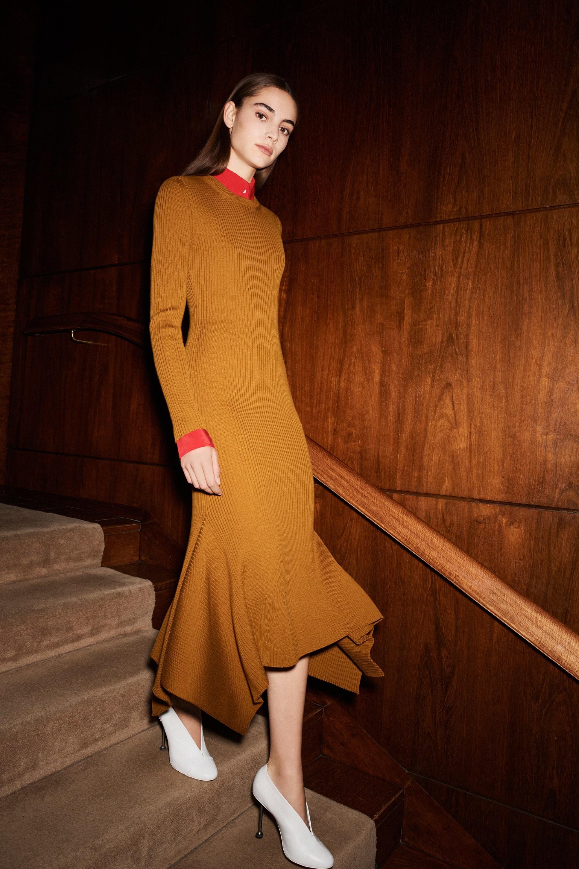 Платье зима 2018 горчичное
