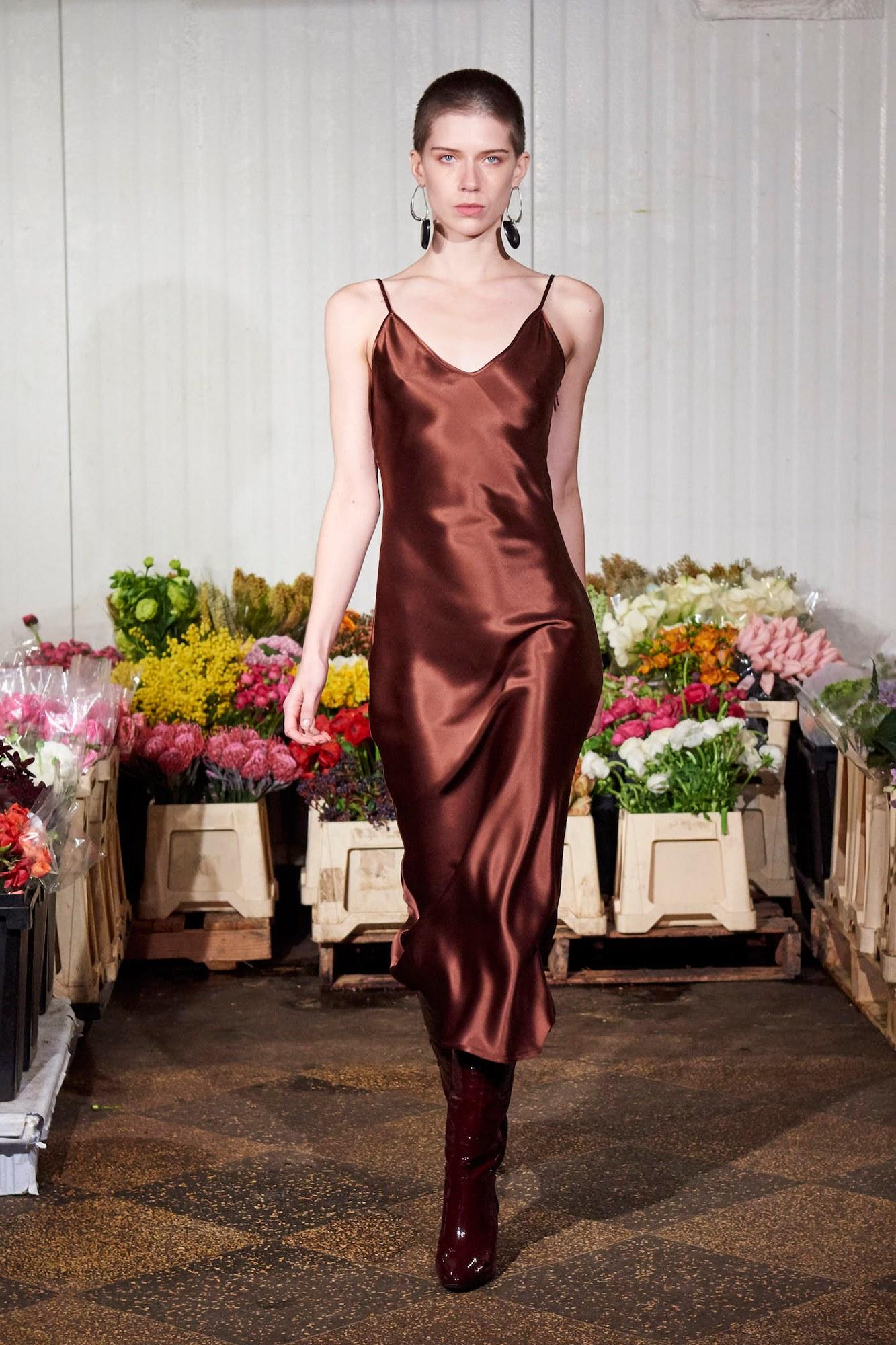 Платье зима 2018 коричневое