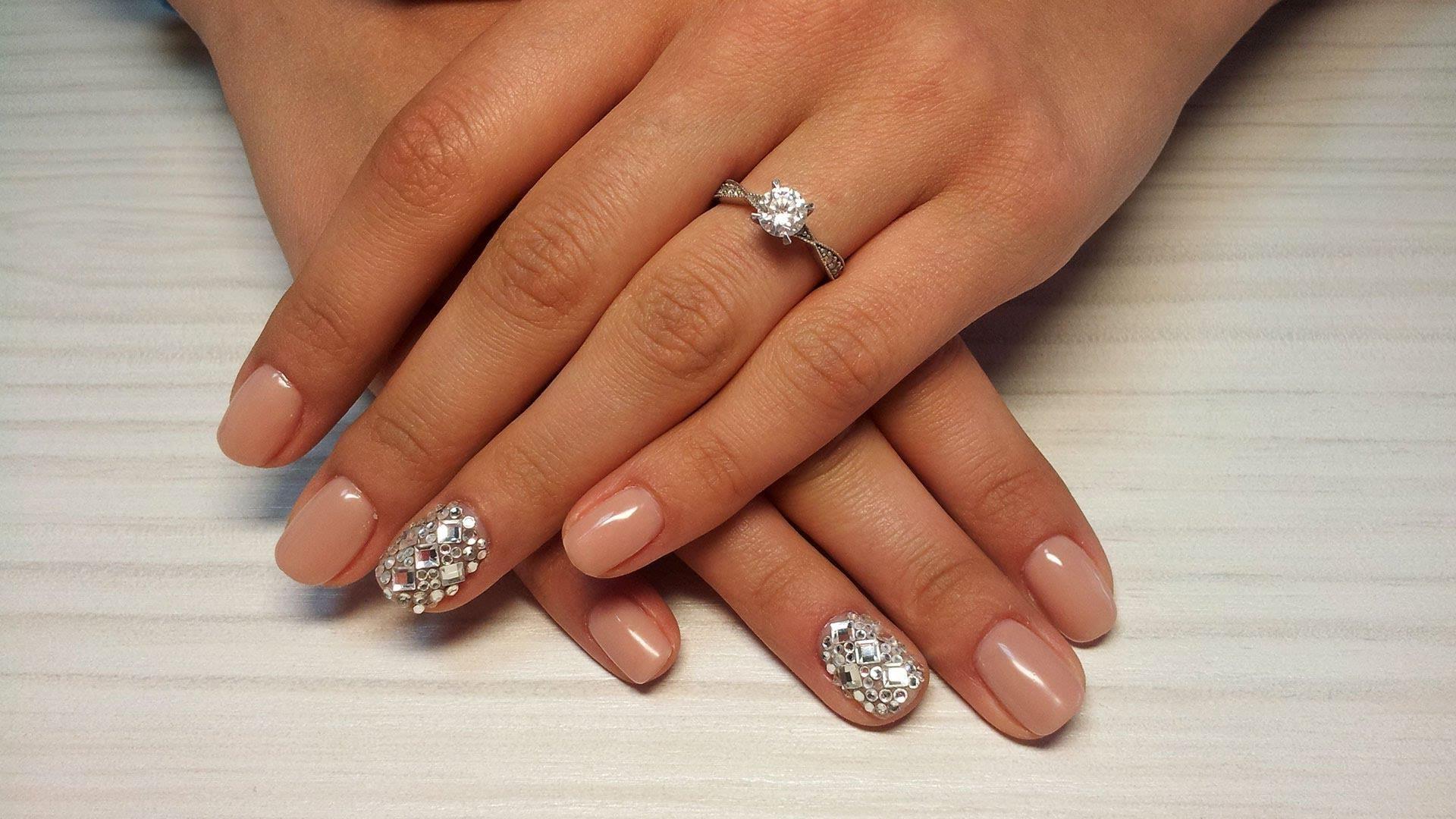 Свадебный маникюр 2017 с кристаллами