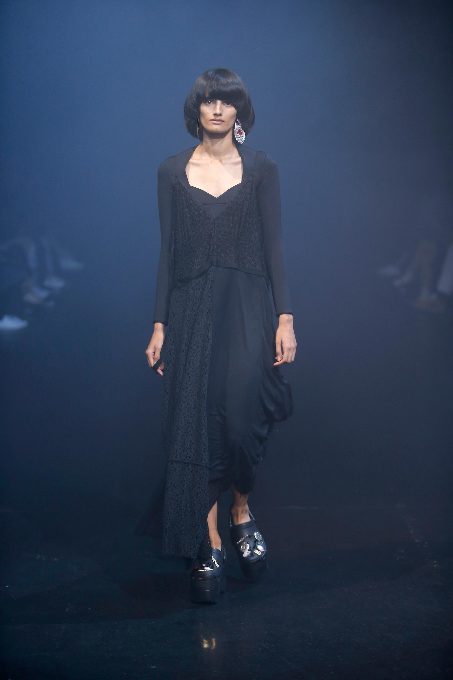Черное платье баленсиага