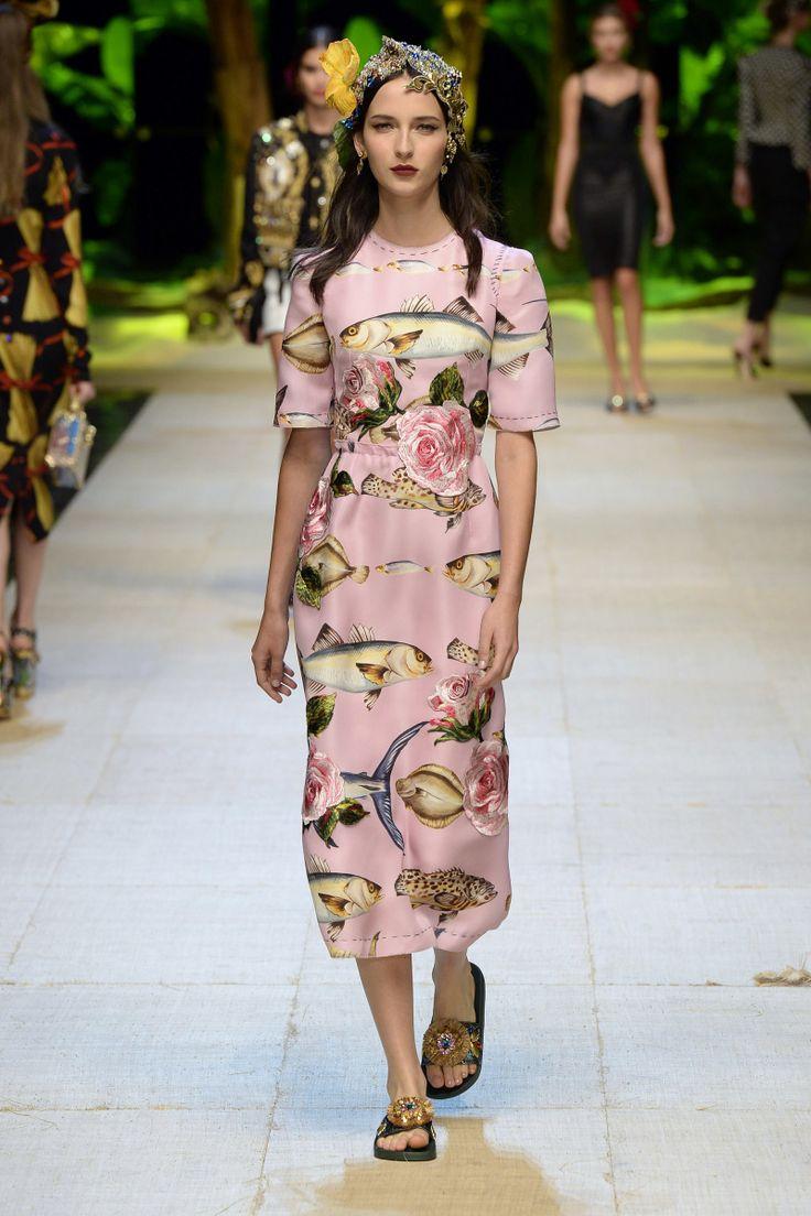 Дольче габбана весна лето 2017 розовое платье