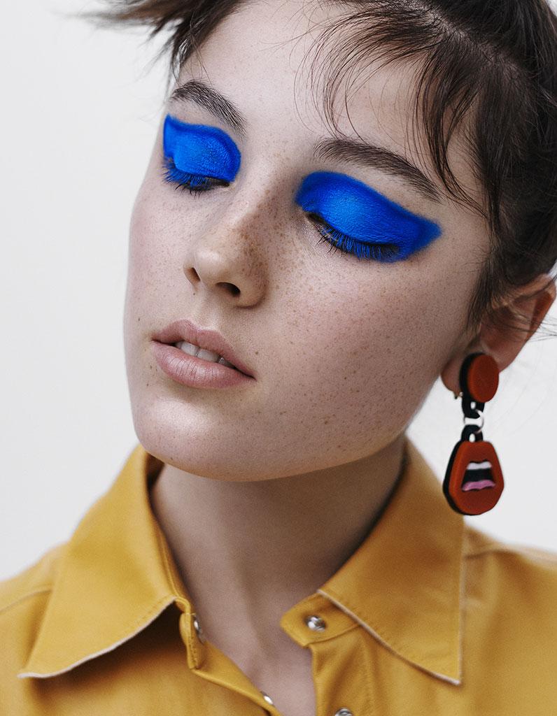 Синий макияж модный 2018