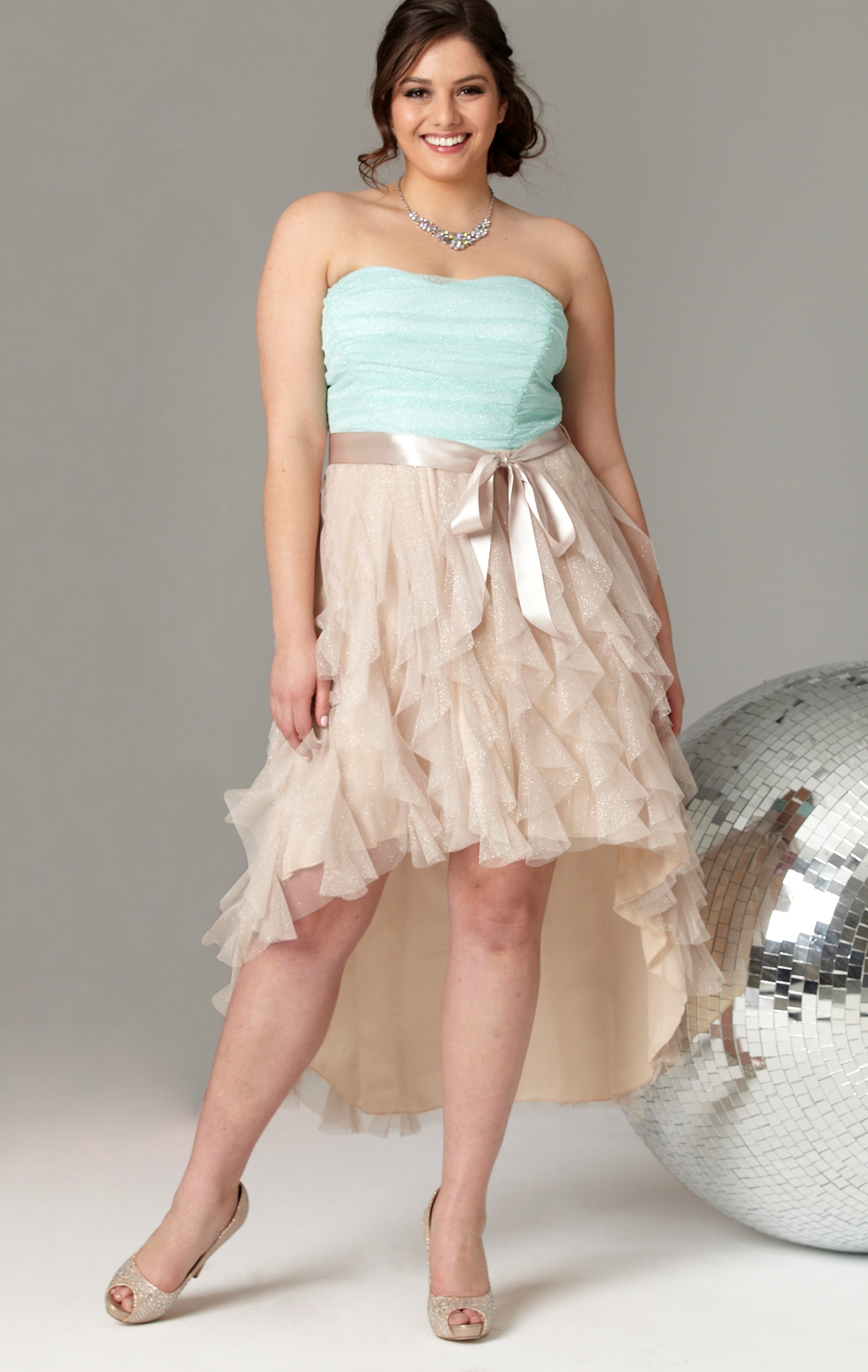 Вечернее платье для полных с оборками