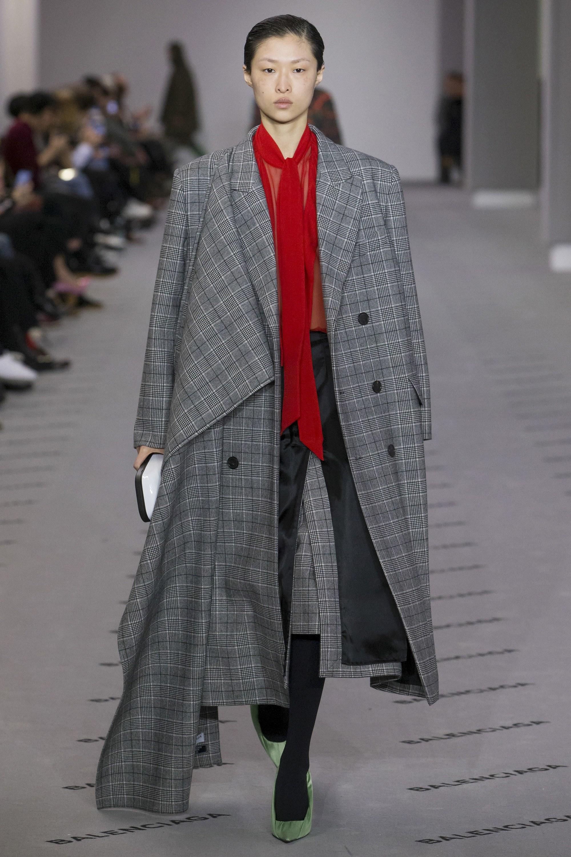 Клетчатое пальто Balenciaga