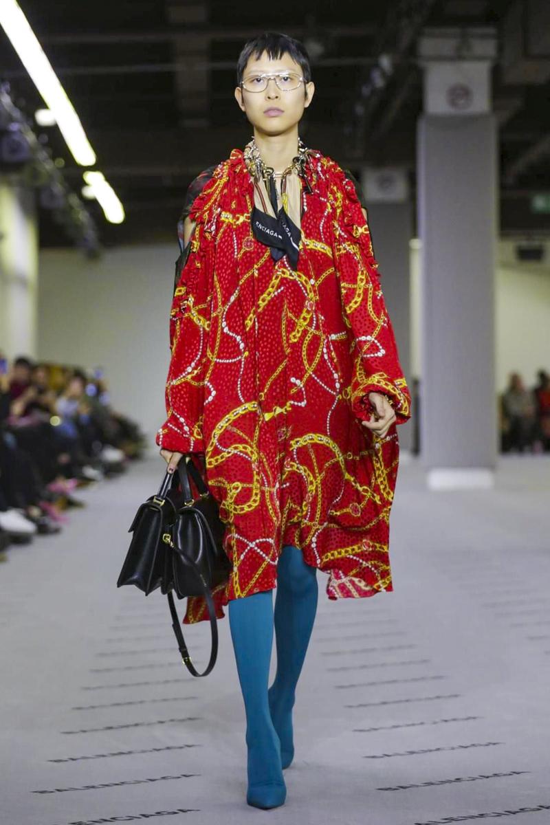 Красное платье Balenciaga