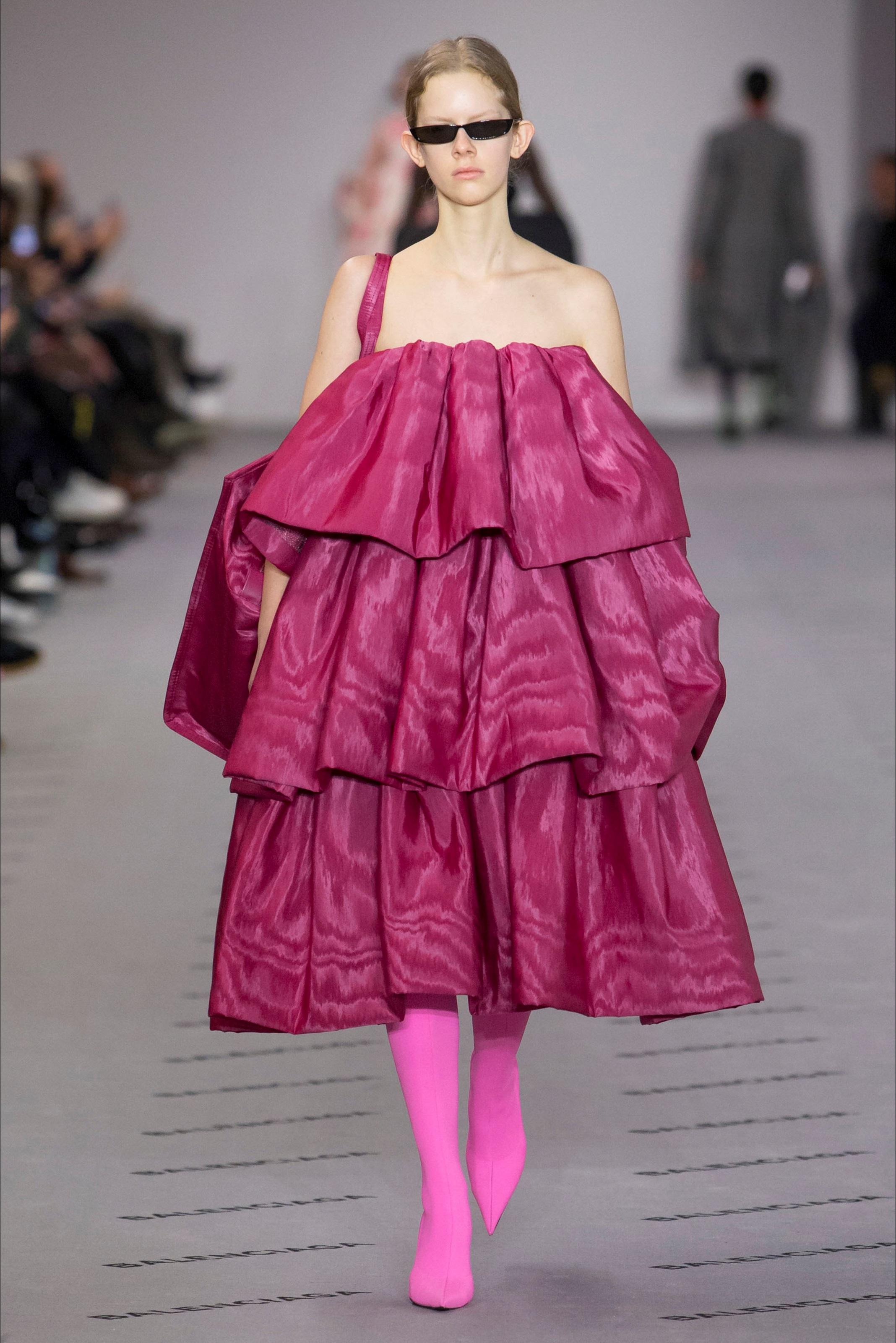 Розовое платье Balenciaga
