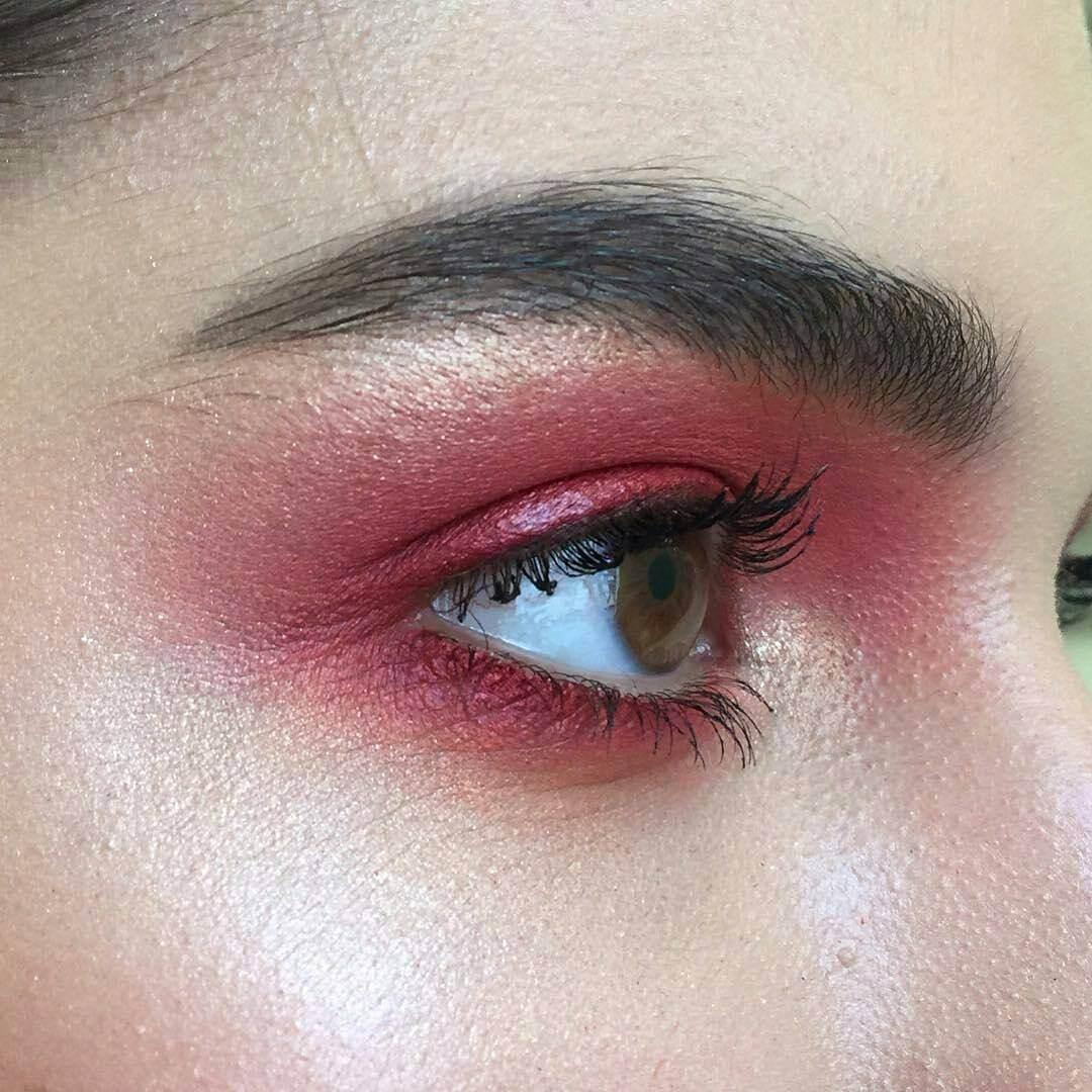 Красный макияж перламутровый