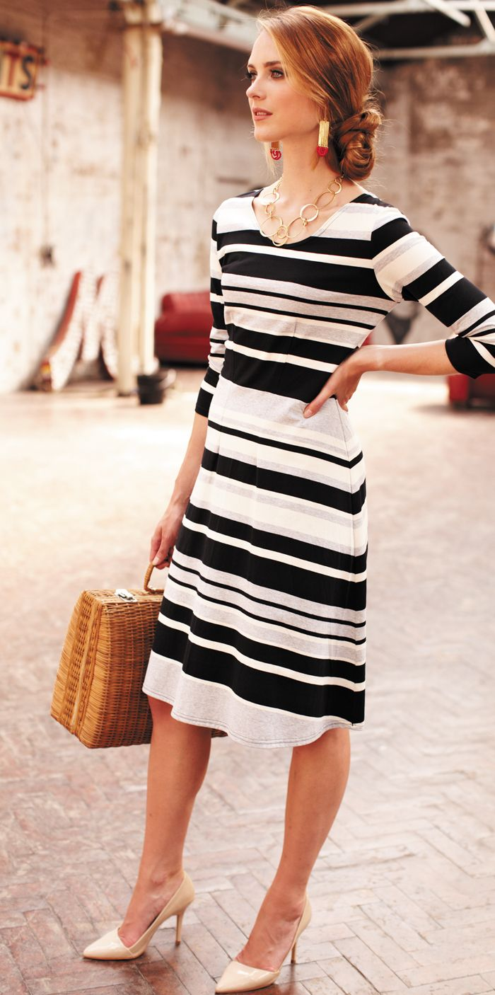 Платье для женщины 40 лет полосатое