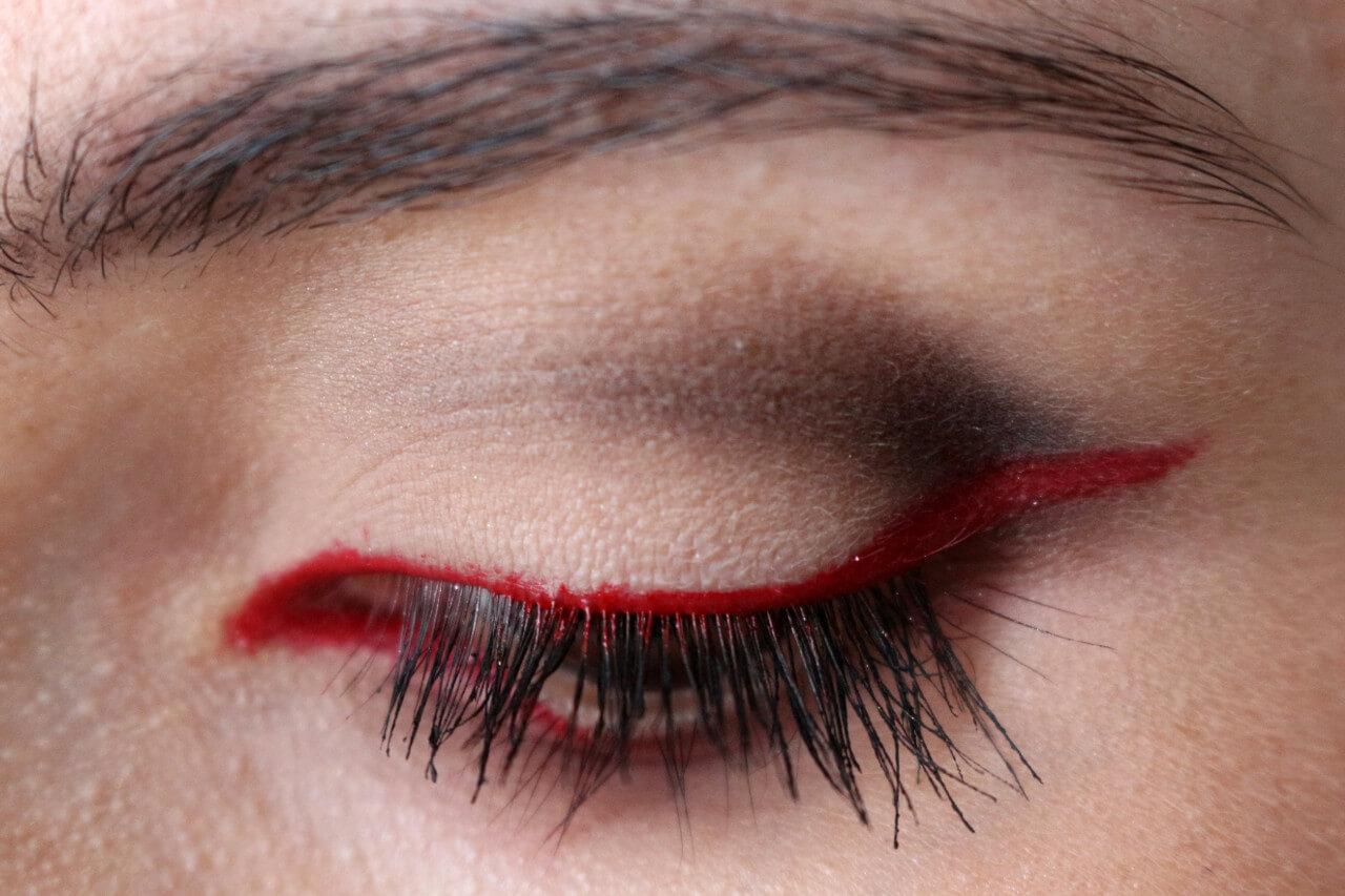 Красный макияж повседневный