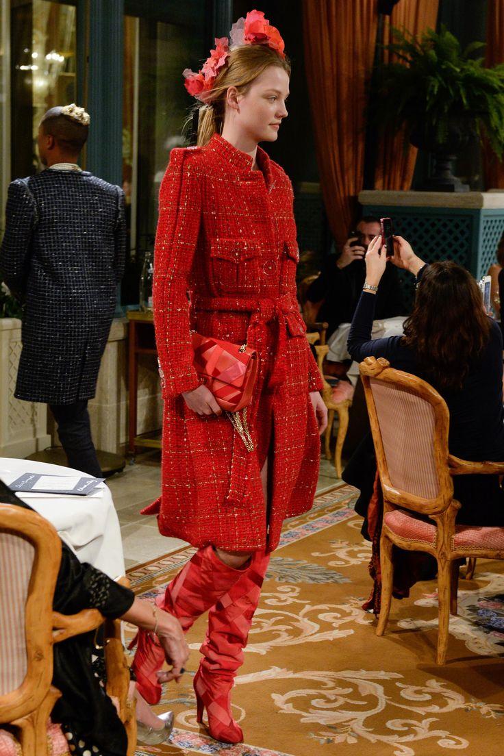 Шанель pre fall 2017 красное пальто
