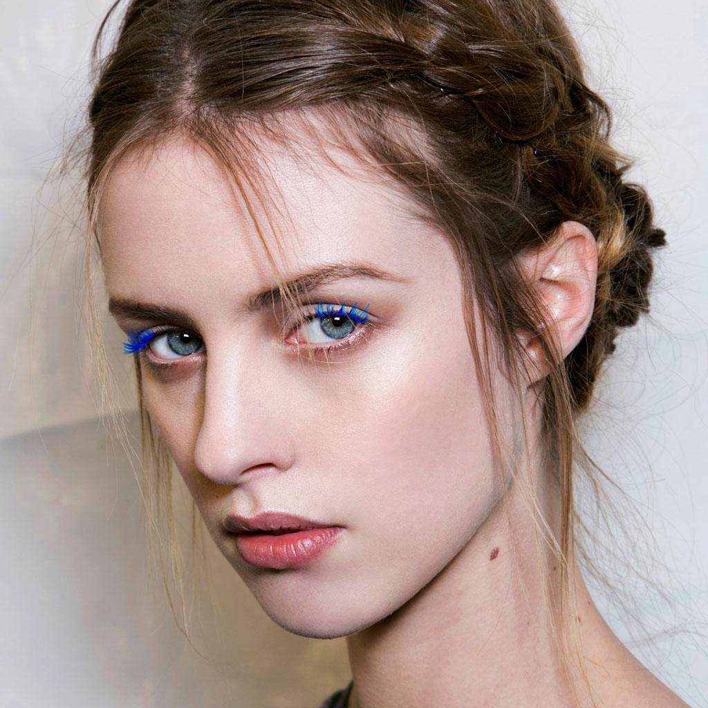 Синий макияж с синими ресницами