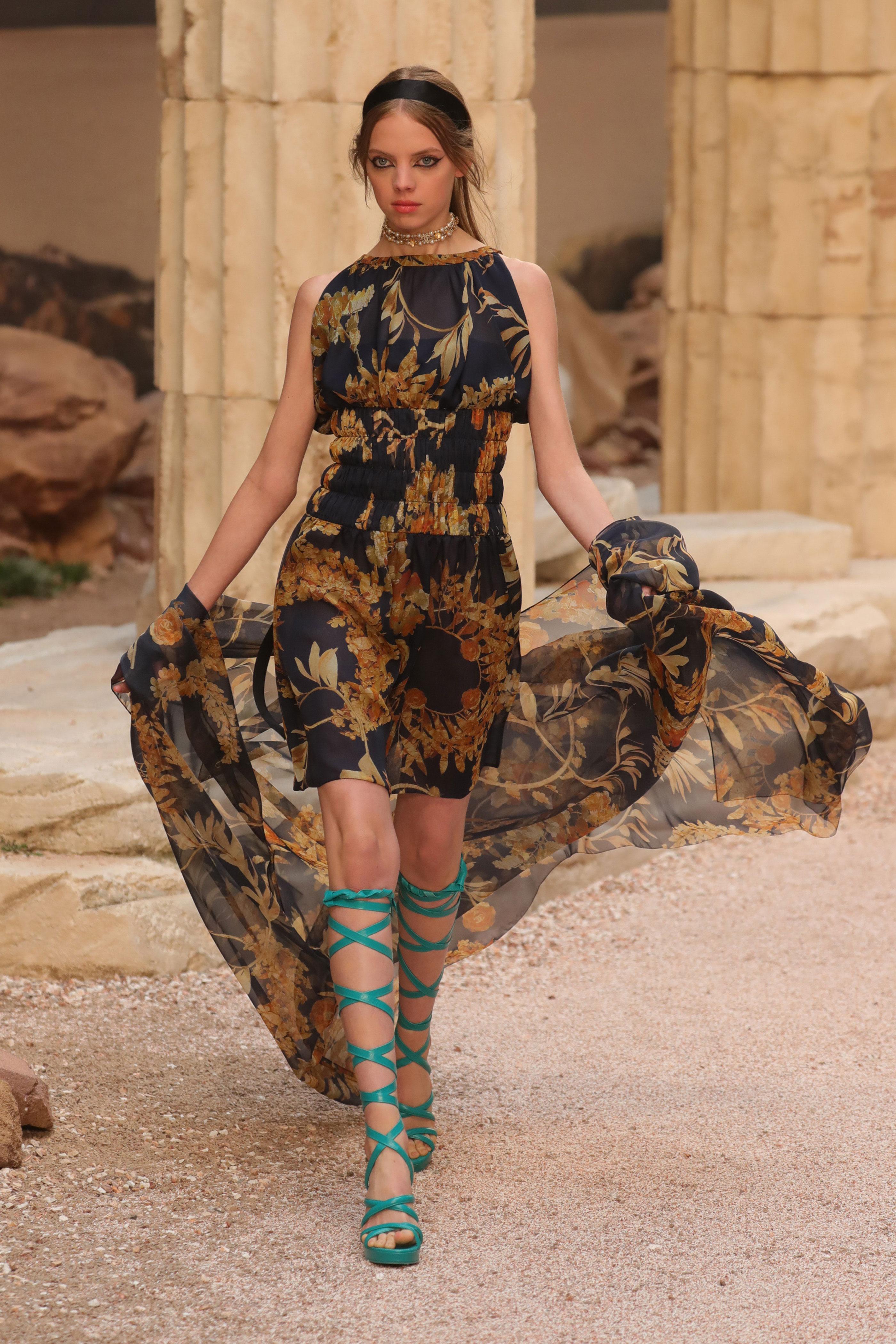 Шанель 2018 шелковое платье