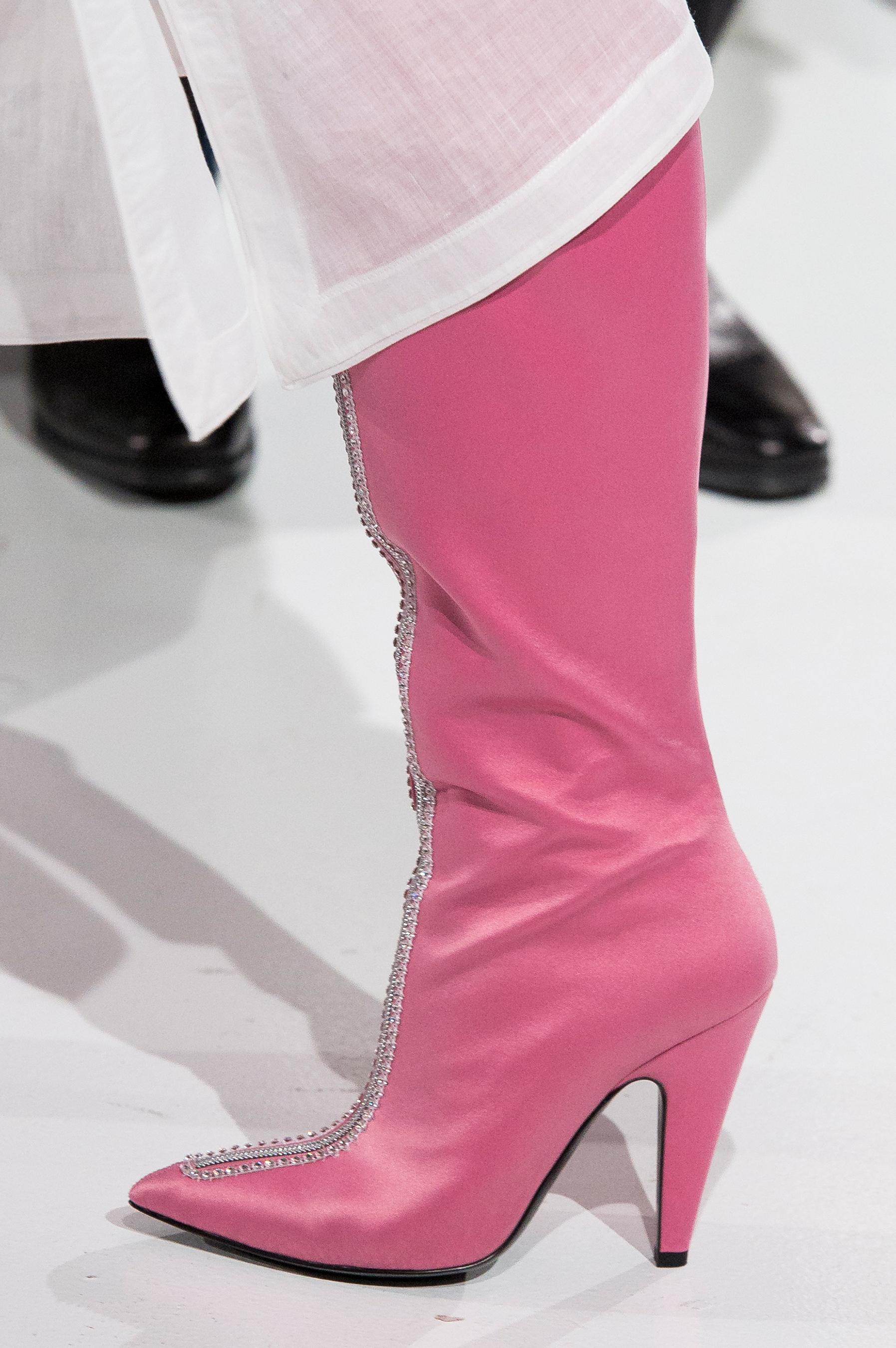 Широкие сапоги розовые